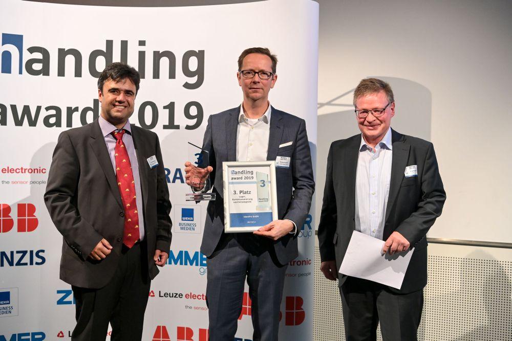 Übergabe handling award für Staplerleitsystem von IdentPro