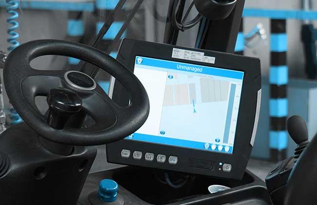 Bild zeigt Staplerterminal: Das 3D Staplerleitsystem identpro® TRACK führt Ihre Staplerfahrer über das Staplerterminal durch die Prozesse
