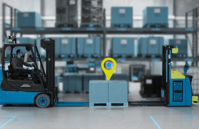 Bild zeigt: Das Staplerleitsystem identpro® TRACK steuert bemannte und autonome Stapler (FTF) global
